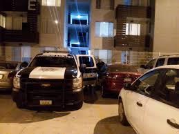 JMS.PRESS – ABEL JIMENEZ Tijuana, 22 octubre.- Hay que señalar que, pese a presumir de una seguridad inquebrantable, a casi 1 año del inicio de la venta, carece de electrificación perimetral, de equipo humano competente, de cámaras de vigilancia, y muchas otras medidas que prometieon y que Autoridades como PROFECO han brillado por su ausencia hasta hoy. El reporte señala que en La Rioja Residencial Tijuana, Colinas de California, se sufren de altos índices de inseguridad; misma que ha sido, en mi humilde opinión, provocada por la ambición, pues con tal de desplazar cierto tipo de viviendas, dejan pasar por alto circunstancias que terminan en este tipo de situaciones tan graves como: – Tráfico de drogas – Secuestró express – Narcomenudeo – Inseguridad generalizada
