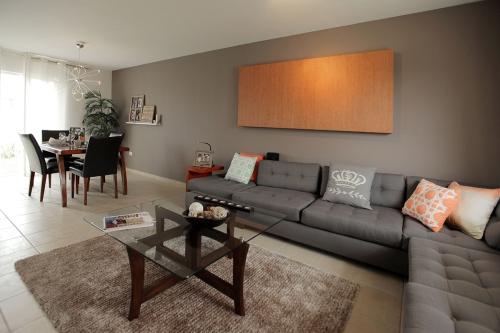 Modelo de Casa Borsari, Interior con Sala Comedor en la Imagen, Hermosos Acabados Modernos en Súper Ubicación